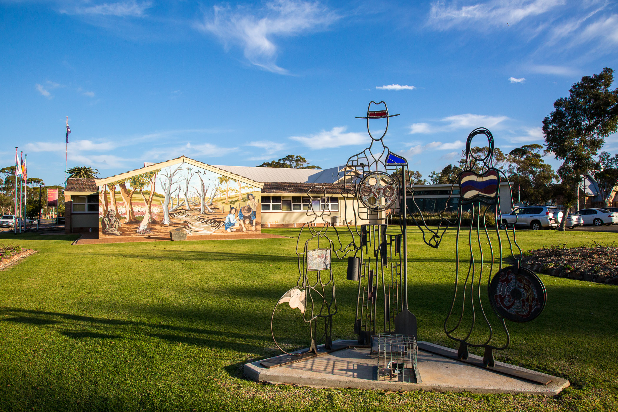 Photo of mural and sculpture at the Moora Shire Council grounds.